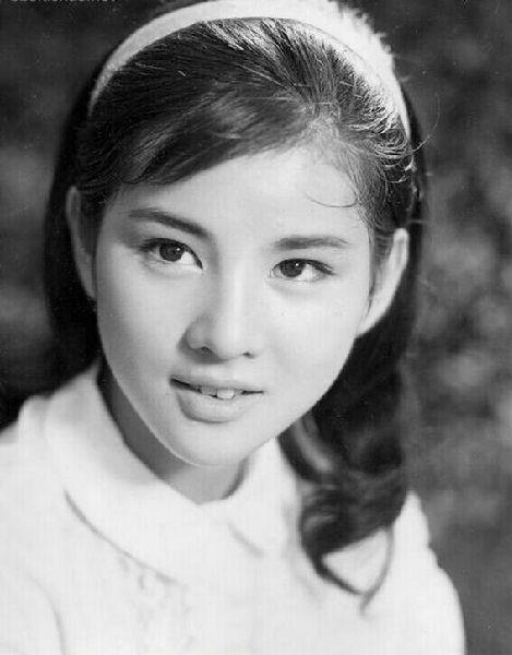 相册里泛黄的日本美女影星