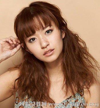 夏季怎么扎发型 女生必备时尚扎发发型图片