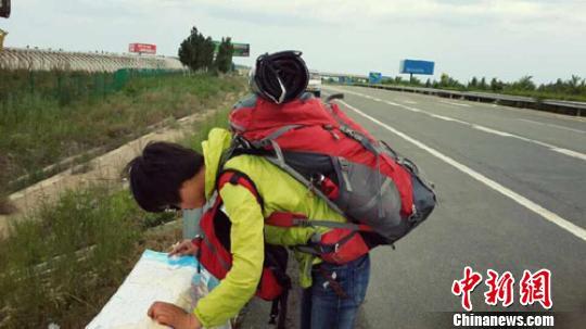 为挑战自我河南24岁女孩搭车徒步游各地(图)