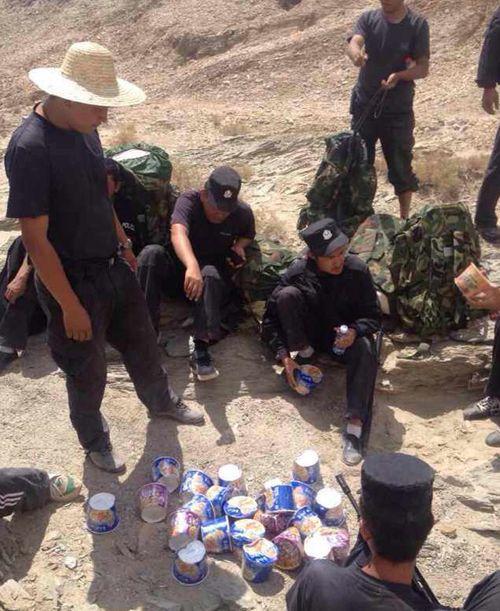 新疆为执行搜捕7天7夜未下山的民警