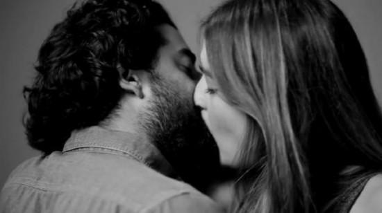 男女亲嘴视频_陌生男女镜头前初吻蹿红盘点各种经典接吻姿