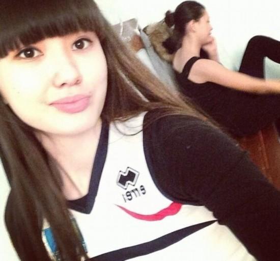 哈萨克17岁排球女将是十二头身美少女 肤白腿长120cm 组图