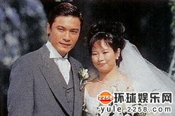 揭秘众明星原配:王刚三婚 姜文曾娶老外(图)