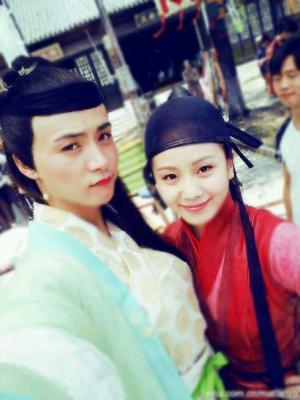 关键词: EXO 男扮女装 权志龙 罗志祥 男星 马天宇和刘诗诗,右边