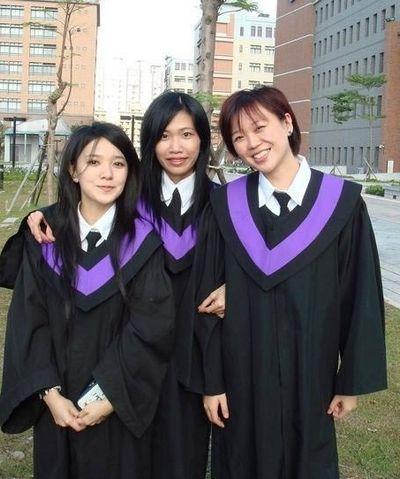 郭采洁大学毕业照