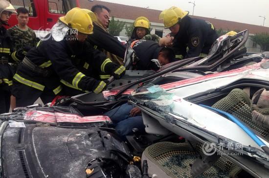 7月22日上午,在青岛城阳区正阳西路前程村路口处发生一起惨烈的车祸