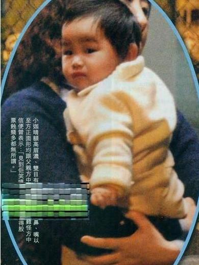 王菲携女儿逛街搞怪 曝长的像爹的 星二代