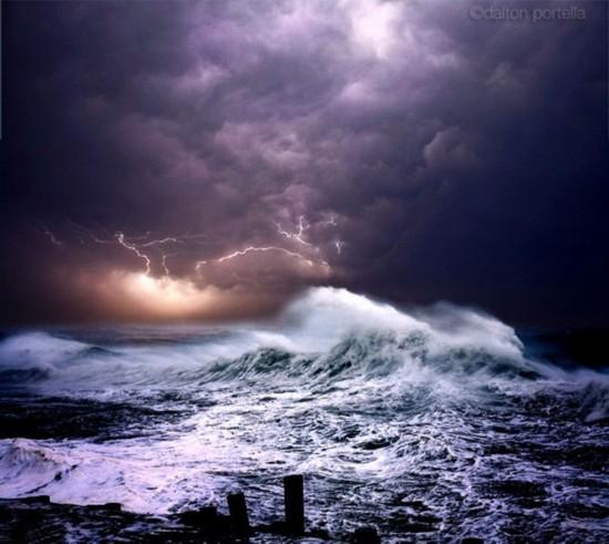 美国摄影师拍风卷云涌海浪滔天震撼照