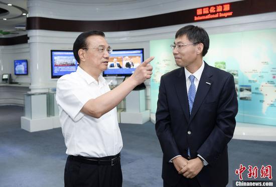 """李克强:今后出访会推销中国高铁、""""云计算"""""""