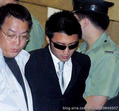三、谢霆锋 2002年4月12日,谢霆锋因为妨碍司法公正被香港廉正公图片