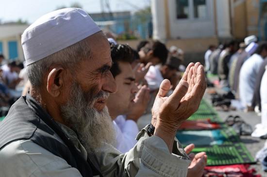 各地穆斯林迎接开斋节图片