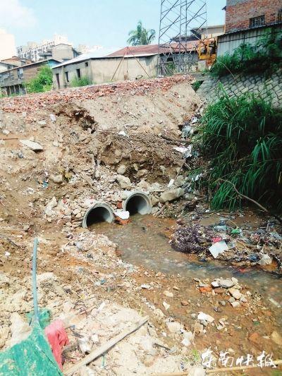 晋安河缘何致涝 泄洪时刻2吨垃圾堵住一水闸口
