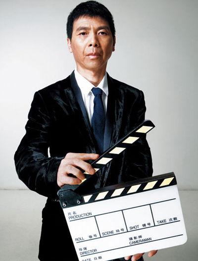 央视8月将公布2015年春晚总导演 冯小刚去留成谜