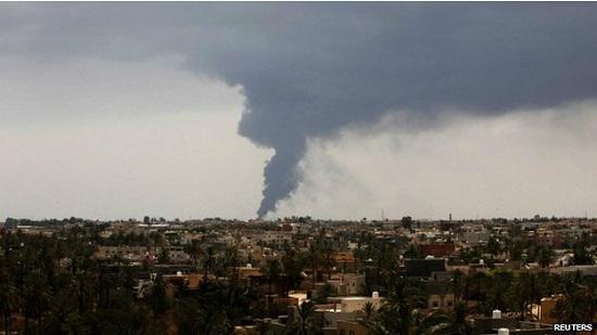 利比亚首都储油罐大火失控政府请求国际援助