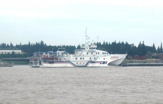采用全铝质,全焊接穿浪双体船型结构,船长49.