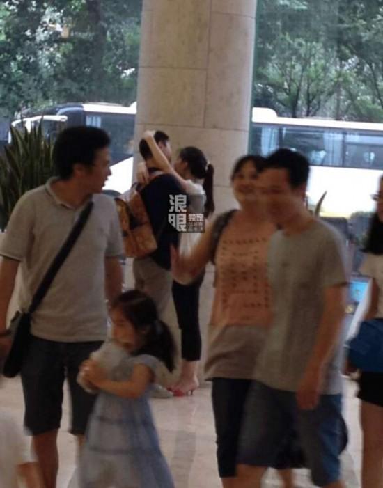 美女妹妹人体艺术_曝奶茶妹妹章泽天已与刘强东同居 两人紧抱相拥你侬我