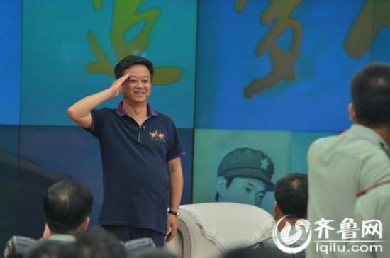 7月28日,中央电视台著名主持人朱军来到山东总队,与官兵共同庆祝第87个建军节。