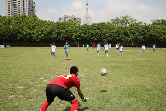 深圳农民工子弟学校有1400余学生,其中超过一半的学生来自外来务工