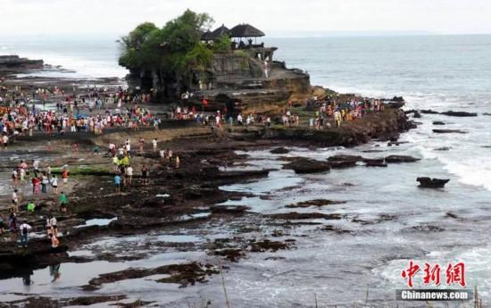美穴高清大�_高清:印尼巴厘岛海神庙圣景蔚为壮观