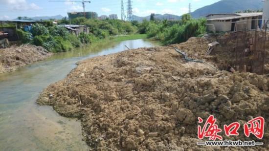 三亚一工地黄土填塞河道 回应:为了方便施工