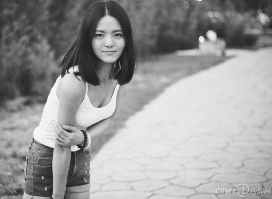 发型美女波点诱惑光影:黑白网友更具短发(图)魅力女孩潜水图片