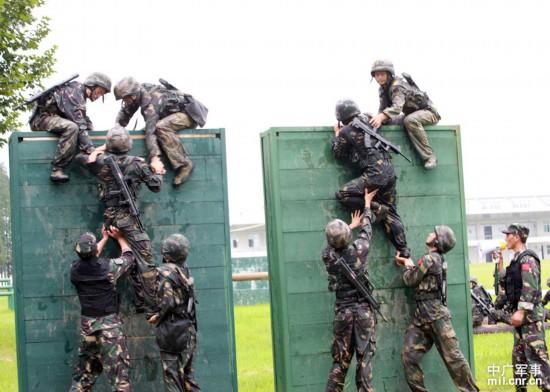解放军特种兵残酷训练现场 极限训练挺吓人 组图