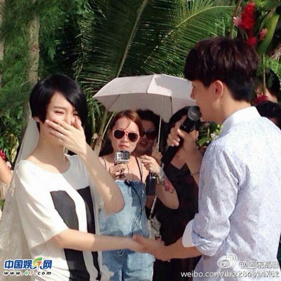 铉求婚视频_李承铉七夕求婚成功拥戚薇激吻 双方父母送惊喜当场办