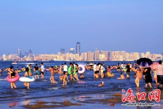 海口景点景区又热闹起来 假日海滩迎小高潮