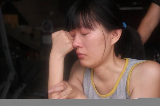 福建一名毕业生刘婉玲,高考考了549分,却等不到大学录取通知书,因为她是一名残疾学生。福建江夏学院招生办工作人员表示,根据国家教育部、卫生部、中国残疾人联合会的相关规定,考生不符合录取条件,所以进行退档处理。