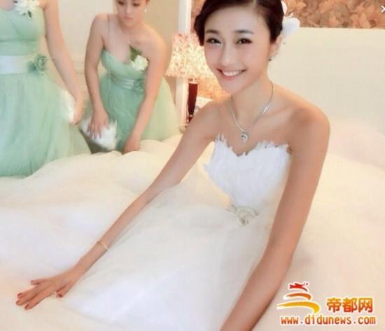 《中国好声音》美女白领陈冰为富二代