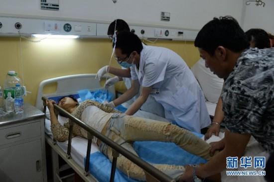 云南鲁甸地震已致379人遇难 现场救援图