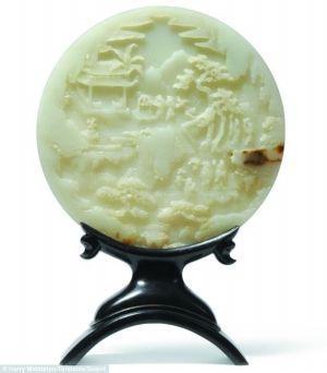 此古董玉盘为中国清代乾隆年间所制造
