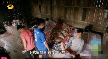 吴镇宇意外露红内裤 反感过分调侃怒删微博