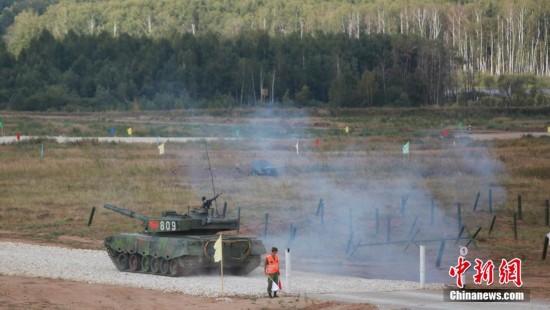 中国96A式首亮相俄坦克大赛 首日射击全命中