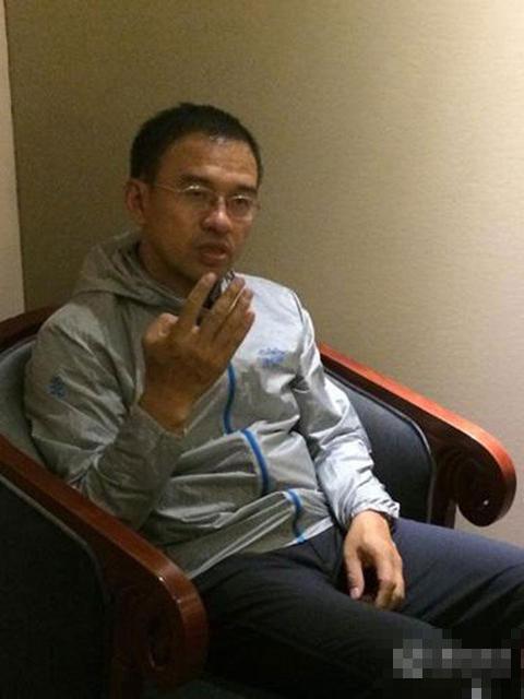 原央视名嘴王志近照曝光 面容憔悴显苍老【2】