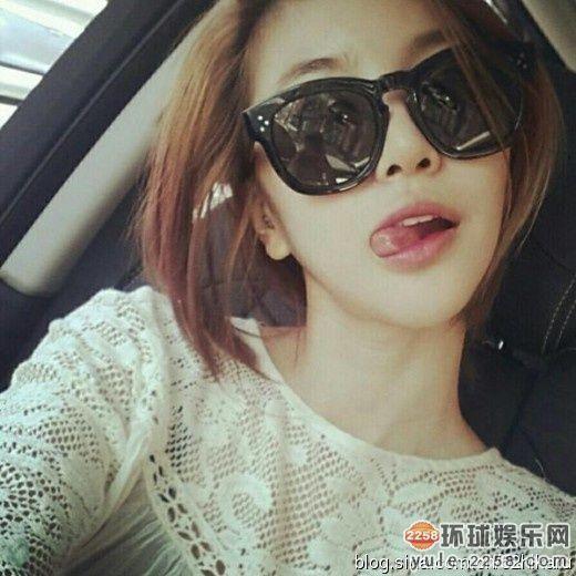 豪车内玩浓妆自拍的女星 杨幂非主流姚笛蛇精