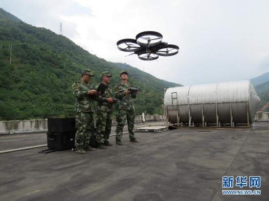 武警部队首次运用四旋翼无人机抗震救灾(图)