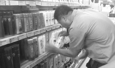 """海口:洗发露精心""""包装""""成""""港货""""进超市"""