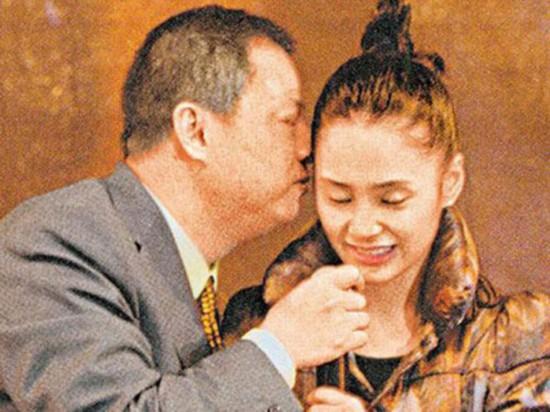 杨幂王菲那英张柏芝 女星被公然调戏还得强颜