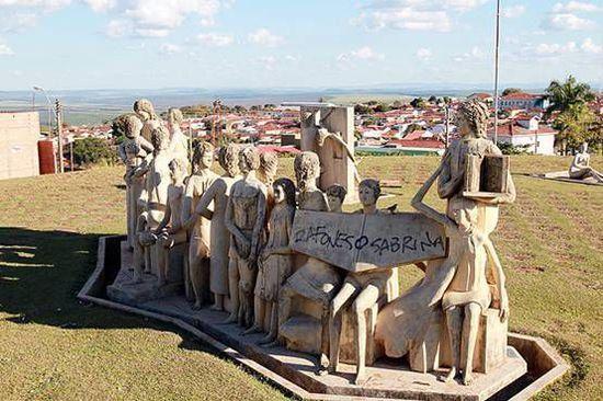 图为Bassano Vaccarini雕塑作品,位于圣保罗州阿尔蒂诺波利斯市雕塑广场
