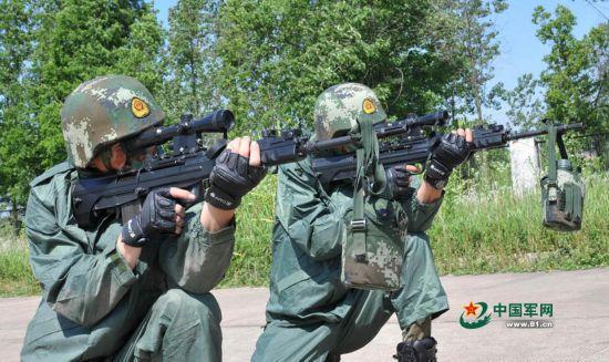 组图:中国狙击手魔鬼训练