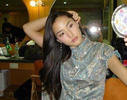 北语韩国女外教走红:身材高挑气质佳