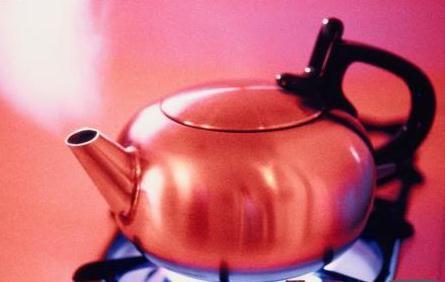家中烧水注意4点 喝错让你致癌早衰