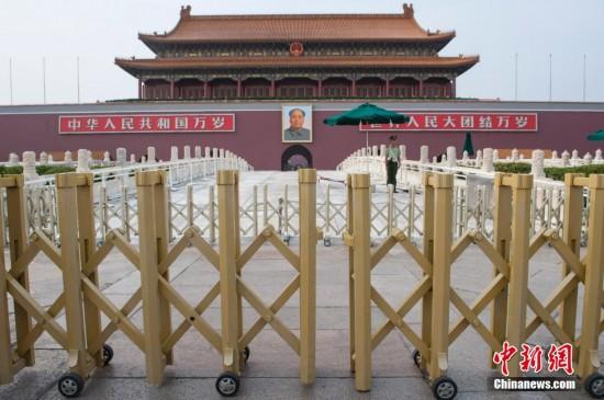 北京天安门金水桥换装金色护栏