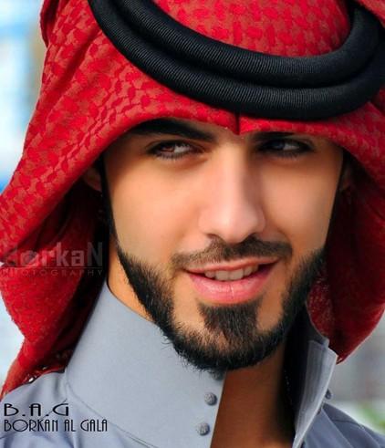 逐出境的阿联酋男模裸照曝光 多胸毛 眼神深邃