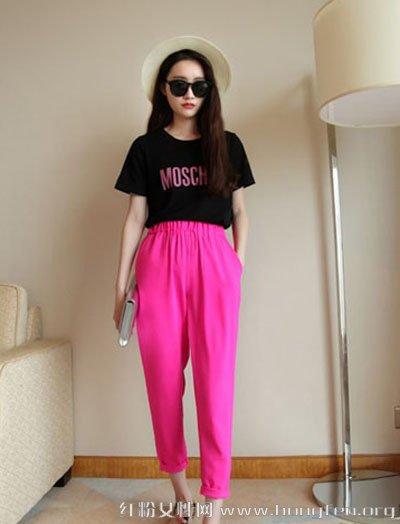 哈伦裤+短袖T恤上衣 穿出时髦休闲风格- Micro