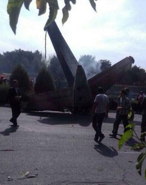 伊朗机场方面称目前已寻获10具遇难者遗体