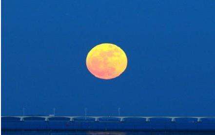 超级月亮11日凌晨2时现身 为全年最大最圆满月