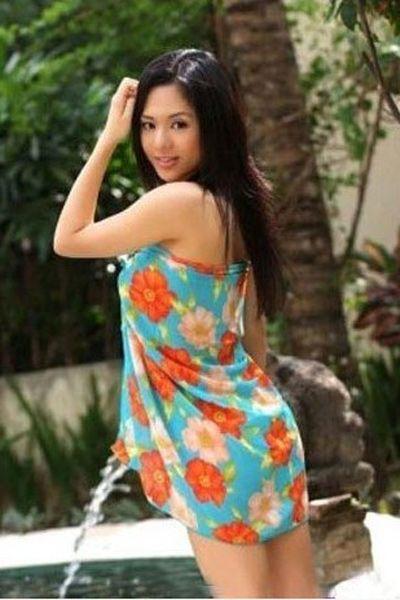 美女明星棵体照_日本著名女优苍井空的睡袍像大花窗帘,但是却也不失可爱.