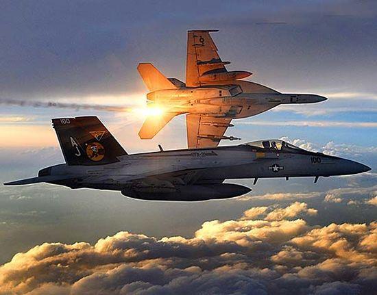 美军空袭伊拉克现场图曝光 出动超级大黄蜂